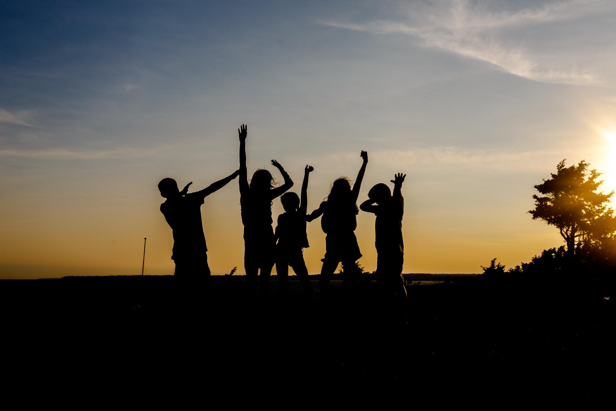 silhouette of kids posing